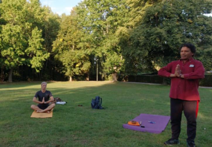 Yoga mit Chandra Das aus Indien